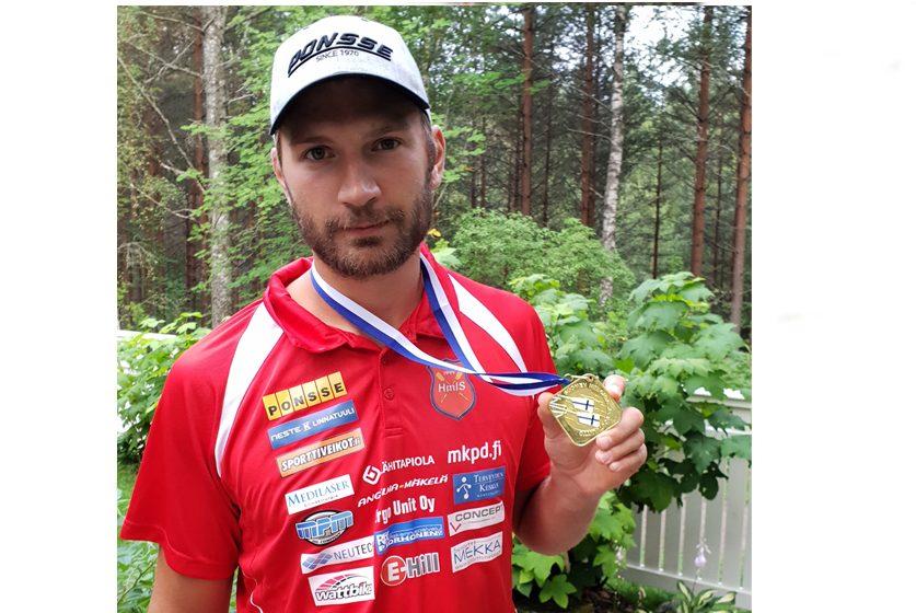 Soudun SM-Kultaa miesten M1X soudussa Tampereella 12.8.2018 – riskillä rikkinäisellä veneellä