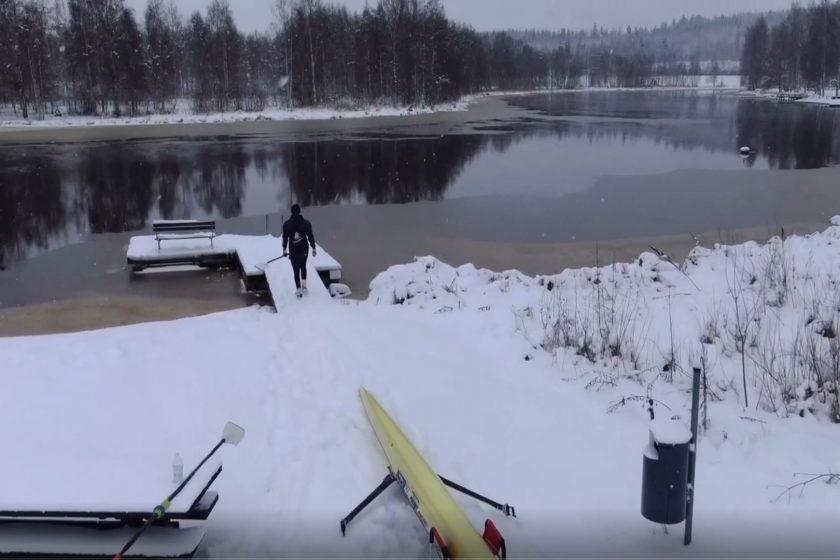 Soutua Hiidenjoella viileissä vesissä tammikuussa 2021